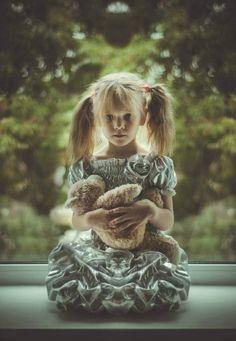 little girl with teddybear amazing photo vk.com/ph.kkatyaa