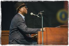 https://flic.kr/p/ftGXe4 | Booker T. Jones at Kitchener Blues Festival 2013 | Performances by Booker T. Jones, Shemekia, Copelane and Big Sugar on Saturday, August 10, 2013.