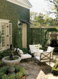 Heres How to Make Your Patio Look Luxe No Matter the Size Kick back under the sun with these stylish designer ideas for outdoor rooms. The post Heres How to Make Your Patio Look Luxe No Matter the Size appeared first on Outdoor Diy. Small Outdoor Spaces, Small Patio, Outdoor Rooms, Outdoor Living, Small Terrace, Outdoor Seating, Small Spaces, Small Pergola, Small Yards