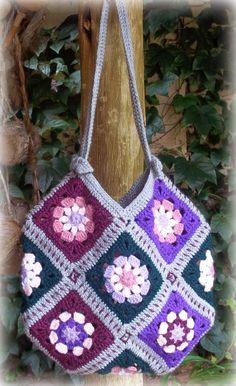 Zooty Owl's Crafty Blog: 13 Granny Squares Bag: Pattern.