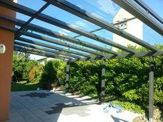 Das Terrassendach gibt die Form und die Farbe – Möglichkeiten zur individuellen Gestaltung. Die Verglasungselemente darunter bieten nach Ihren Wünschen Transparenz und Schutz. Im Glashaus mit verschiebbaren Ganzglaselementen haben Sie den Blick frei in die Natur. Mit abdichtenden Falt- und Schiebewänden erhöhen Sie dagegen den Schutz vor Wind und Wetter ebenso wie vor Lärm und Staub.
