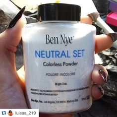 We LOVE both Ben Nye's Neutral Set and RCMA No Color powder! Which one is your favorite!? Thanks for the great photo @luisaa_219!