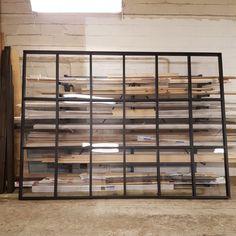 Bygg din egen trendiga skiljevägg i trä Ikea Kallax Shelf Unit, Small Apartment Interior, Apartment Ideas, Space Dividers, Loft, Compact Living, Pocket Doors, Small Apartments, Home Improvement