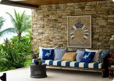 As paredes de pedras dão um visual super moderno e estiloso para o seu imóvel, podendo ser encontradas nos mais diversos ambientes. Veja como utilizá-las: www.verabernardes.com.br/blog