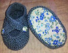Y aquí van las prometidasinstrucciones de los patucos.       Éstas graciosas sandalias de bebé, me las dirigió mi querida amiga Adelina.   ...