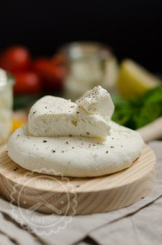 Queso Fresco - Miss Vinagre Queso Fresco Cheese, Queso Cheese, Cheese Bread, How To Make Cheese, Food To Make, Cheese Recipes, Cooking Recipes, Cooking Tips, White Cheese Dip