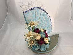 Este hermoso abanico consta de 16 flores y 3 margaritas aprenderás a elaborar tanto las flores como el abanico y su base Floral, Base, Craft Gifts, Make A Difference, Daisies, Create, Paper Envelopes, Projects, Crafts