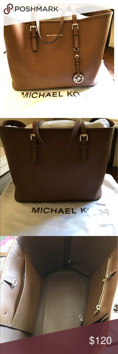 Michael Kors Tote Large Michael Kors Jet Set Tote- like new excellent condition.  Stored in dust bag and with stuffing to hold shape Michael Kors Bags Totes
