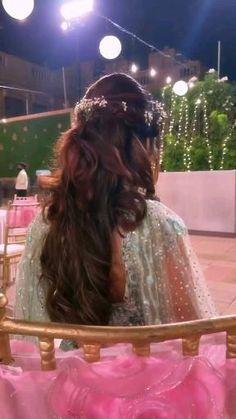 Party Wear Indian Dresses, Desi Wedding Dresses, Indian Fashion Dresses, Wedding Dance Video, Wedding Videos, Indian Wedding Photography Poses, Girl Photography Poses, Indian Wedding Songs, Groom Poses