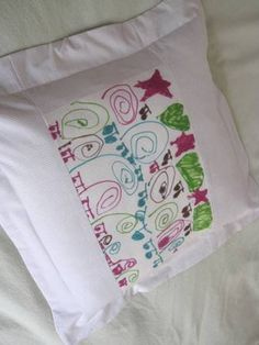 Sharpie art to decorate pillows. Craft idea with the kids.Via The Artful Parent(seriously LOVE this blog)