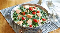 Hier haben wir ein super leckeres Gericht mit Lachs, Spinat und Tomaten für euch. Erfahrt auf unserer Website, wie ihr unsere Lachs-Spinat-Pfanne in drei Schritten zubereiten könnt.