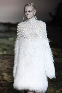 Alexander McQueen Ready To Wear Fall Winter 2014 Paris b4dbaf43bd6de