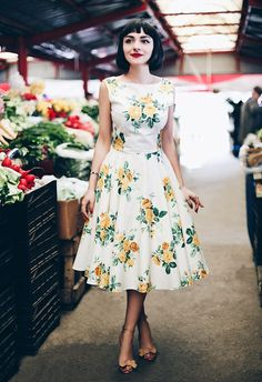 50 Stylish Wedding Guest Dresses That Are Sure To Impress Vestidos Vintage, Vintage Dresses, Vintage Outfits, Vintage Fashion, Floral Dresses, Retro Fashion 50s, 50s Dresses, Vintage Shoes, Pretty Outfits