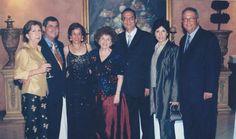 La familia de Lolo Morales, en la foto los hermanos Nacho, Lolo y javier Morales González con sus esposas con su prima hermana Gloria Lugo Morales en 2005. La familia permaneció unida ante las crisis.