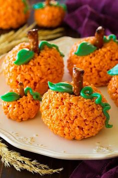 Little ones will love helping put together these pumpkin Rice Krispies Treats this Halloween. treats rice krispies 55 Fun Halloween Snacks for Kids to Devour This October Halloween Desserts, Entree Halloween, Halloween Snacks For Kids, Halloween Appetizers, Halloween Halloween, Halloween Decorations, Halloween Party Ideas, Halloween Costumes, Halloween Recipe