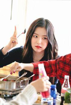 Seulgi, Kim Yerim, Most Beautiful Faces, Red Velvet Irene, Velvet Fashion, Meme Faces, Yoona, Latest Pics, Korean Girl Groups