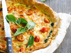 Quiche saumon épinard Quiches, Quiche Lorraine, Crepes, Vegetable Pizza, Mashed Potatoes, Food And Drink, Cooking, Breakfast, Healthy