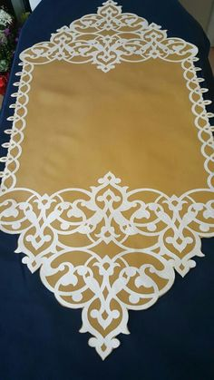 Motifs Islamiques, Elite Gymnastics, Iron Work, Cut Work, Table Covers, Islamic Art, Decoration, Table Runners, Hand Embroidery