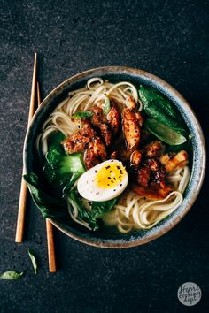 Noedelsoep met pittige miso kip Food N, Diy Food, Food And Drink, Asian Recipes, Healthy Recipes, Ethnic Recipes, Healthy Food, Bistro Food, Healthy Eating Habits