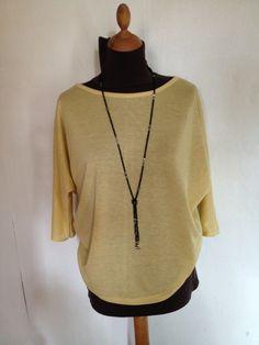 Haut manche trois quart jaune paille en maille fine taille 42. : T-Shirt, debardeurs par l-atelier-de-cissou