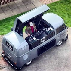 The Volkswagen Type 2 or the Transporter, Kombi, Microbus or Camper was first introduced in 1950 by the German car manufacturer Volkswagen as it's car model with the Type 1 being the Beetle. Volkswagen Transporter, Volkswagen Bus, Vw T1, Vw Camper, Mercedes Auto, Lamborghini Gallardo, Kombi Trailer, Combi Ww, Combi Split