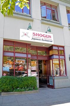 Ate delicious vegetarian sushi at Shogun Japanese Restaurant in Santa Cruz.