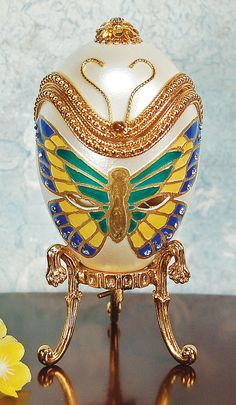 Butterfly Musical Egg Egg Crafts, Easter Crafts, Types Of Eggs, Egg Dye, Butterfly House, Egg And I, Faberge Eggs, Egg Decorating, Beautiful Butterflies