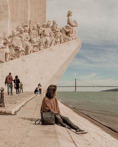 região de Belém é uma das mais turísticas e mais especiais de Lisboa! 🇵🇹 ⠀⠀⠀⠀⠀⠀⠀⠀⠀ Está na cidade? Comece o dia no Mosteiro dos Jeronimos, caminhe até o padrão dos descobrimentos e depois vá até a torre de Belém a pé. O trajeto é lindo, e os lugares são de tirar o fôlego! ⠀⠀⠀⠀⠀⠀⠀⠀⠀ #Lisboa #beleguiviajam #padraodosdescobrimentos Portugal Travel, Spain Travel, Travel Vlog, Travel Goals, Magic Places, Permanent Vacation, Winter Photos, Travel Memories, Travel Aesthetic