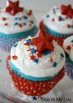 Red-White-and-Blue-Cupcakes - perfect for memorial day!