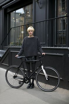 All black fashion insp. Cycle Chic, Bike Style, Style Me, Boutiques, Fixed Gear Girl, Mode Pop, Moda Crochet, Looks Street Style, Winter Mode