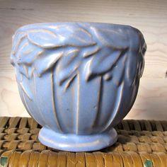 Mccoy Pottery Vases, Old Pottery, Roseville Pottery, Vintage Pottery, Vintage Ceramic, Ceramic Pottery, Pottery Art, Ceramic Decor, Earthenware