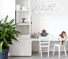 VTwonen-tv: meubel van combitex living closet plus lower kids table barefootstyling.com