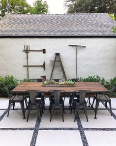 33 Inspiring Outdoor Dining Table Design Ideas - When it comes to choosing outdoor dining tables, your personal taste and your budget will have an impact on the choices you make. There are so many va. Outdoor Dining Set, Patio Dining, Outdoor Living, Outdoor Decor, Farmhouse Outdoor Wall Art, Diy Patio Tables, Outdoor Table Decor, Patio Sets, Rustic Patio