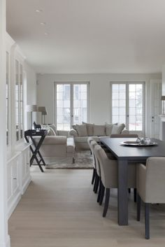be ¦ White Memories: Ambient natural en una casa belga New Living Room, Home And Living, Living Room Furniture, Gray Interior, Interior Design, White Rooms, Shabby, Scandinavian Home, Ideal Home