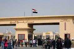 """Mesir membuka penyeberangan Rafah untuk kembalinya jamaah haji Gaza ke Palestina  MESIR (Arrahmah.com) - Pemerintah Mesir pada Ahad (18/9/2016) membuka penyeberangan Rafah dengan Jalur Gaza untuk memungkinkan jamaah Palestina menyeberang kembali ke dalam wilayah yang diblokade lansir WB.  """"Terminal ini dibuka untuk satu hari untuk memungkinkan 500 jamaah kembali ke Jalur Gaza"""" unkap Hisham Odwan direktur perbatasan Rafah di sisi Palestina kepada Anadolu Agency.  Dia mengatakan terminal akan…"""