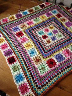 Transcendent Crochet a Solid Granny Square Ideas. Inconceivable Crochet a Solid Granny Square Ideas. Crochet Quilt Pattern, Granny Square Crochet Pattern, Crochet Squares, Crochet Blanket Patterns, Baby Blanket Crochet, Granny Square Blanket, Granny Squares, Crochet Afgans, Manta Crochet