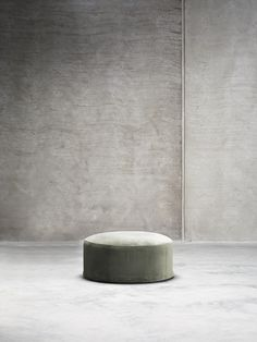 The tinekhome collection of daybeds, chairs and poufs is designed in beautiful soft velvets with round shapes. With this line we wish to bring elegance into the home, and a more homely feeling in our hotel projects around the world.   All DAY furniture come in 3 velvet colors:  moss, phantom and smoke.  This furniture is produced on request, and delivered within 4 weeks after payment.
