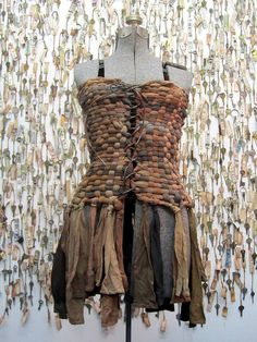 Art In Stitches: Runaway Runway hate the dress, LOVE the idea of weaving with old pantyhose! Rugs, potholders, etc. Larp, Mode Steampunk, Post Apocalyptic Fashion, Post Apocalyptic Clothing, Elie Saab Couture, Fairy Clothes, Altered Couture, Recycled Fashion, Diy Fashion