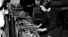 Delia Derbyshire (foreground) editing a musical note on tape, and Desmond Briscoe. Delia, a pioneer of electronic music who produced the sound of Doctor Who, passed away July Copyright BBC Carl Sagan Cosmos, Theme Tunes, Theme Song, Pierre Schaeffer, Original Doctor Who, Bbc Radio, Derbyshire, Dr Who, Electronic Music