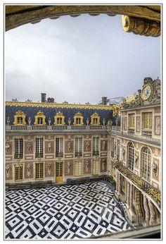 Vue sur la cour de Marbre, Palace of Versailles, France | Flickr : partage de photos !
