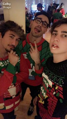 Colby ill be that candy cane Colby Brock, Sam And Colby, Brennen Taylor, Hot Emo Boys, Colby Cheese, Vlog Squad, Maggie Lindemann, Cameron Dallas, Christmas Background