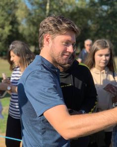 October Niall meeting fans at the British Masters Pro-Am. Niall Horan One Direction, Niall Horan Baby, One Direction Pictures, 0ne Direction, James Horan, Irish Boys, Irish Men, Nail Horan, Irish Singers