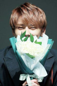 im done look at his eyes he smile with his whole soul I LOVE HIM Seventeen Junhui, Seventeen Memes, Seventeen Debut, Woozi, Jeonghan, Wonwoo, Why I Love Him, Wen Junhui, Hong Jisoo