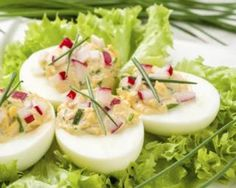 Crab mimosa eggs: www.fourchette-and … Easy Healthy Recipes, Gluten Free Recipes, Crab Eggs, Mexican Food Recipes, Ethnic Recipes, Comfort Food, Good Enough To Eat, Deviled Eggs, Convenience Food