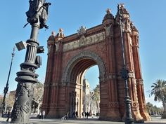 Private city tours with a local guide at the most famous sights. Visit sagrada familia the picasso museum or combine them both Fc Barcelona, Brooklyn Bridge, Barcelona Cathedral, Tours, English, City, Building, Travel, Sagrada Familia