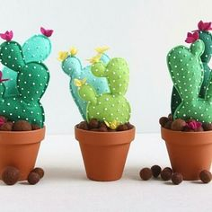 If you love cactus and sewing, this project is perfect for you! Decorate your home or your sewing area with this cactus felt with FREE pattern and tutorial! Felt Diy, Felt Crafts, Crafts To Make, Diy Crafts, Cactus Craft, Cactus Decor, Suculentas Diy, Deco Rose, Felt Succulents