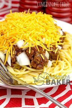 Chili as it's done in Cincinnati, Ohio! A really different chili! Chili Recipes, Copycat Recipes, New Recipes, Crockpot Recipes, Cooking Recipes, Recipies, Hamburger Recipes, What's Cooking, Rice Recipes
