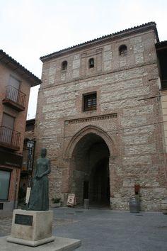 Maravillas ocultas de España: Arevalo Puerta del Arco de Alcocer ó de la Cárcel ,una bellisima puerta mudéjar ,que era la entrada principal a la ciudad amurallada, del s.XIII