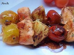 Brochetas de pollo, piña y tomatitos