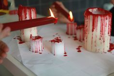 Make some bloody candles for Halloween! Lots of other Awesome Halloween Home Decorating Ideas, too! Diy Deco Halloween, Diy Halloween Dekoration, Homemade Halloween Decorations, Adult Halloween Party, Holidays Halloween, Spooky Halloween, Happy Halloween, Halloween Projects, Diy Vampire Decorations